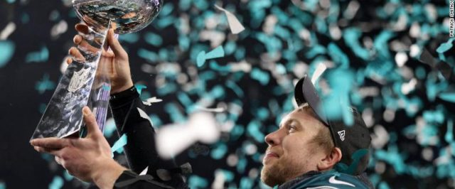 cropped-180204232934-58-super-bowl-2018-exlarge-169.jpg